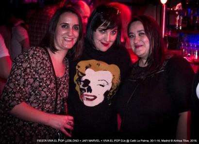 MARGA, AINHOA TILVE y amiga // Fiesta Viva El Pop @ Café La Palma, Madrid, 30-01-16 © Ainhoa Tilve, 2016.